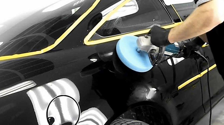 Полировка черного автомобиля